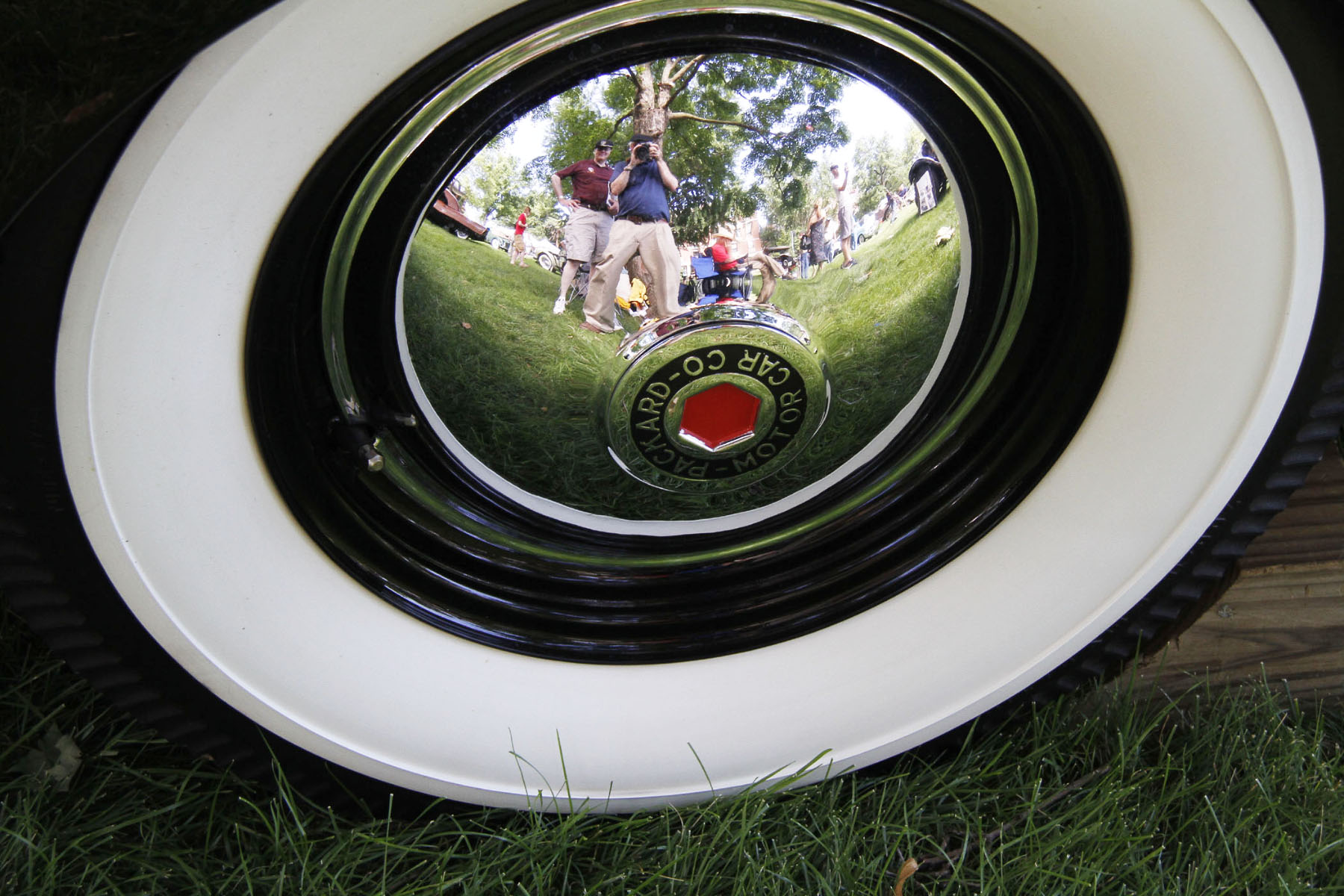 ALBERT-AND-DALE-REFLECTION-ON-PACKARD-HUB-CAP