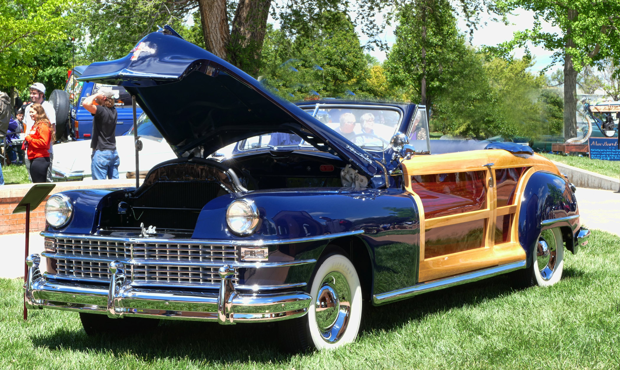 CHRYSLER-TOWN-AND-COUNTRY-THREE-QUARTER