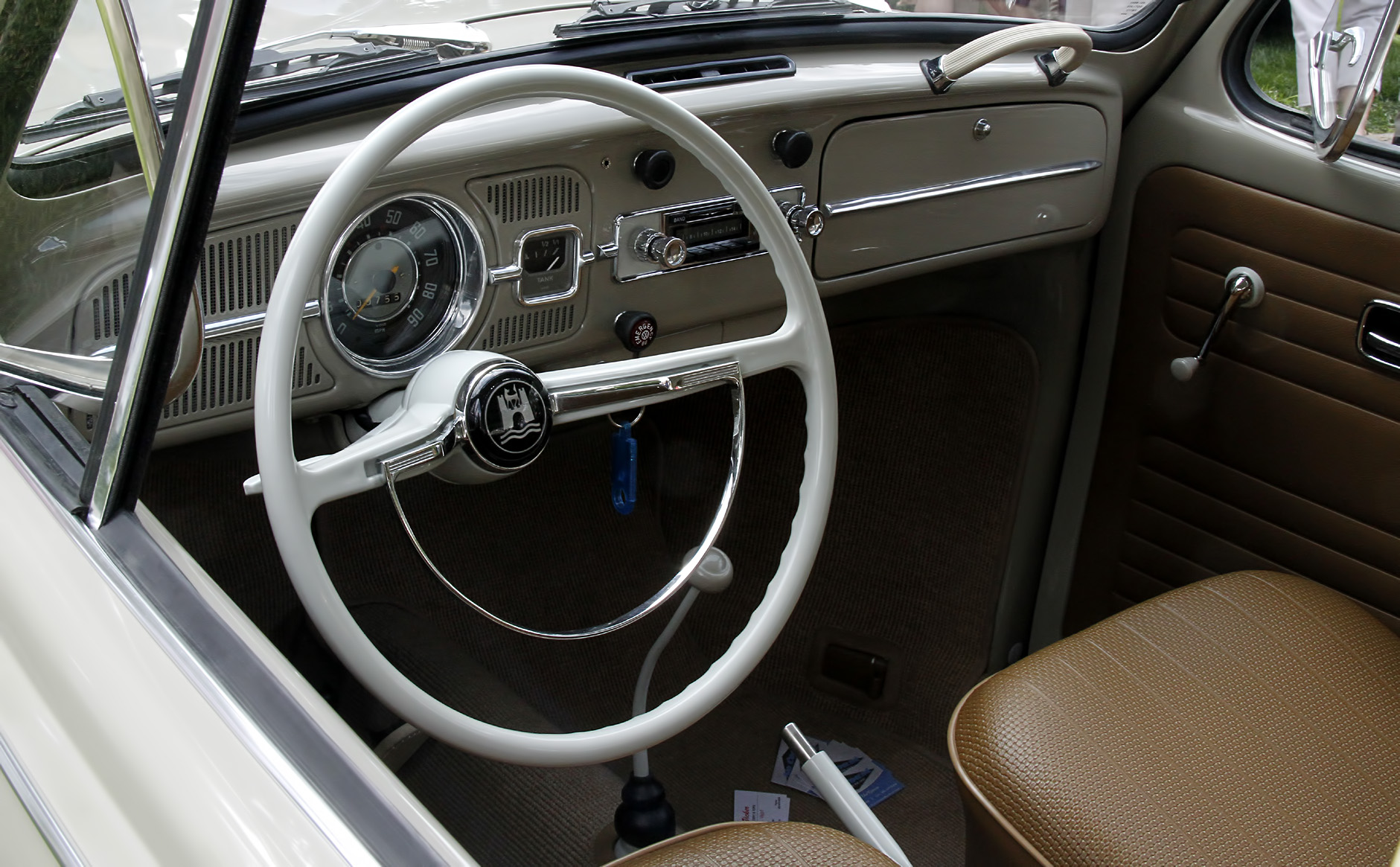 1967_VW_BUG_INTERIOR_WITH_GAS_GAGUE